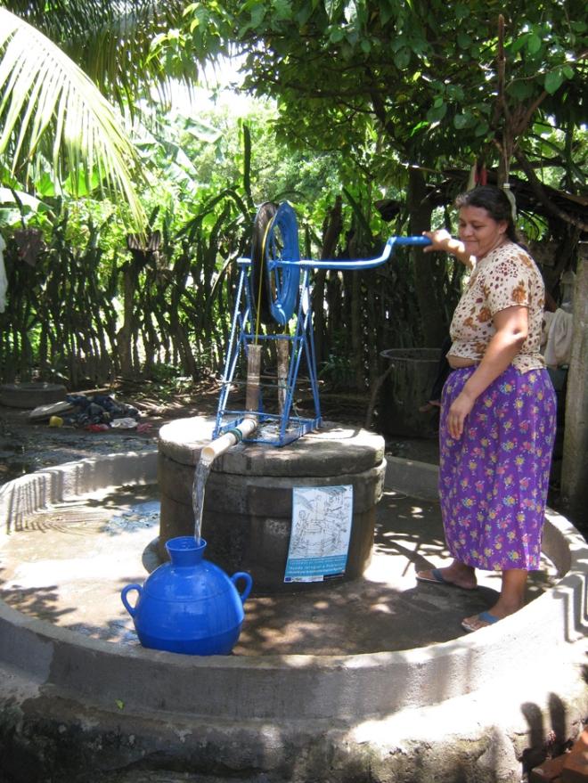 Acesso a água potável com a reabilitação, limpeza e desinfeção de poços de água – El Salvador / Ação Humanitária Oikos, pós Tempestade Tropical Agatha
